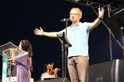Picture of Chuck Sullivan leading worship